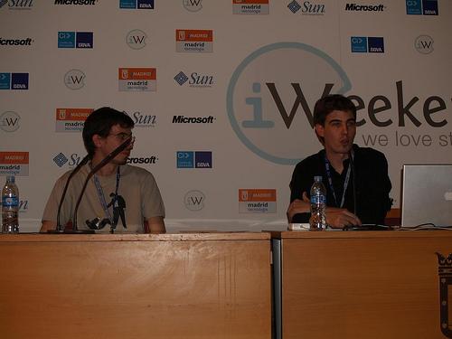 Jorge y Guille defendiendo su idea en el iWeekend